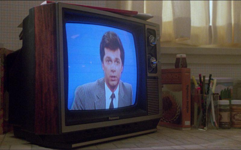 Panasonic TV in Ruthless People (1)
