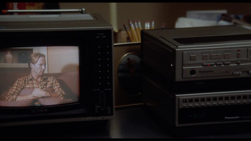 Sony TV and Panasonic Videocassette Recorder/Player in The Big Chill (1983) - Movie Product Placement