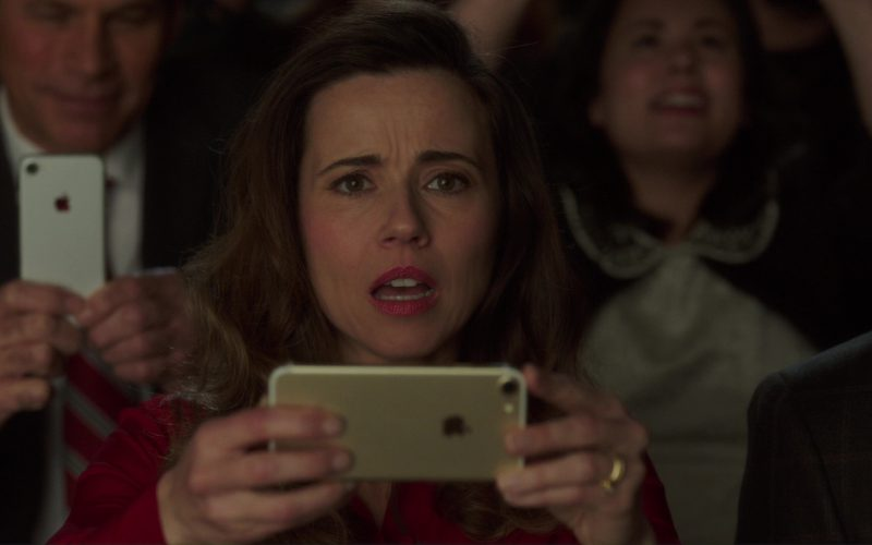 iPhone 7 Used by Linda Cardellini in Daddy's Home 2 (1)