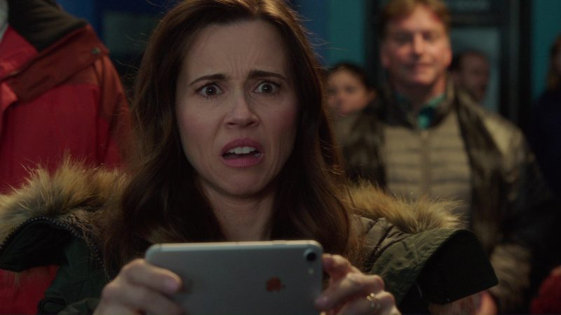 iPhone 7 Used by Linda Cardellini in Daddy's Home 2 (2017) Movie Product Placement