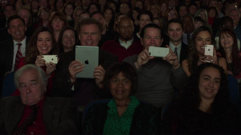 Apple iPhones Used by Linda Cardellini, Mark Wahlberg, Alessandra Ambrosio and iPad Tablet Used by Will Ferrell in Daddy's Home 2 (2017) Movie Product Placement
