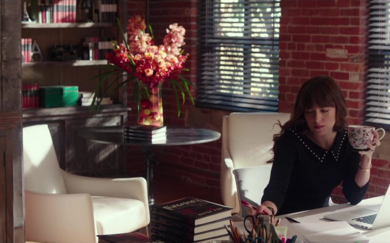 Apple MacBook Laptop Used by Dakota Johnson in Fifty Shades Freed (1)