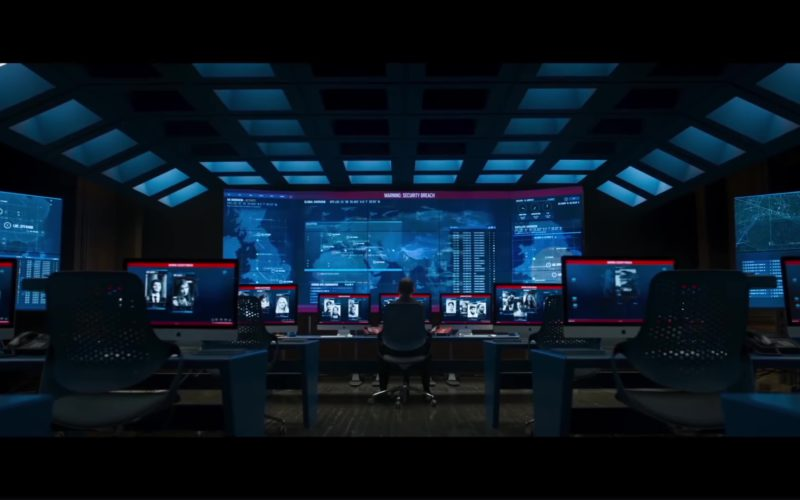 Apple iMac Computers in Johnny English Strikes Again (1)