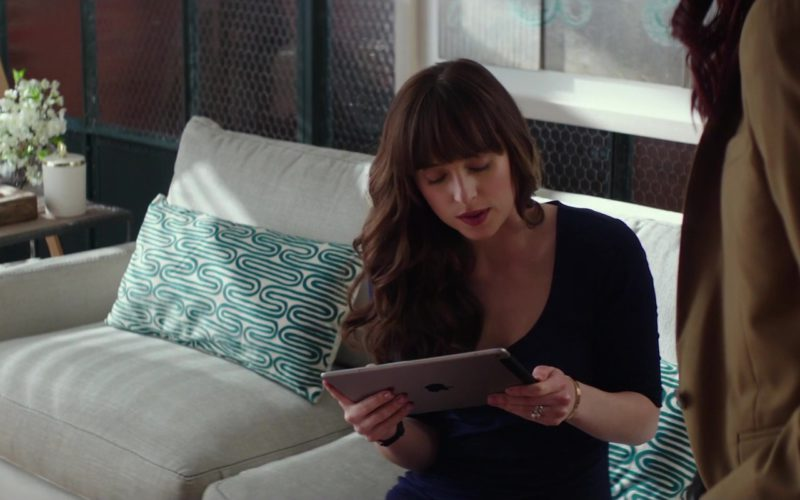 Apple iPad Tablet Used by Dakota Johnson in Fifty Shades Freed (3)