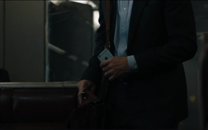 Apple iPhone Used by Liam Neeson in The Commuter (1)