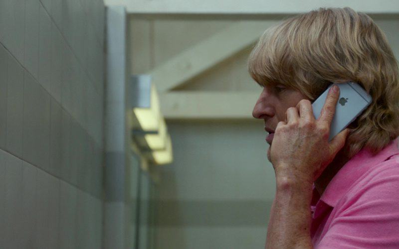 Apple iPhone Used by Owen Wilson in Father Figures (3)