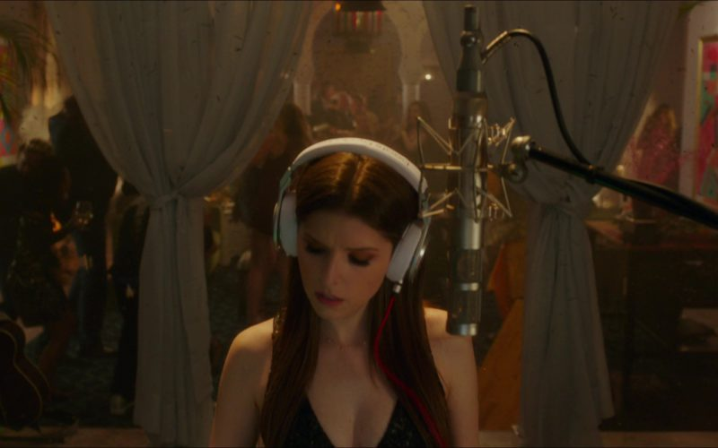 Beats Headphones Used by Anna Kendrick in Pitch Perfect 3 (17)