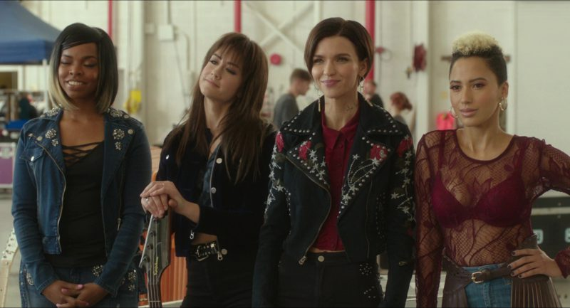 Epiphone Guitar in Pitch Perfect 3 (2017) - Movie Product Placement