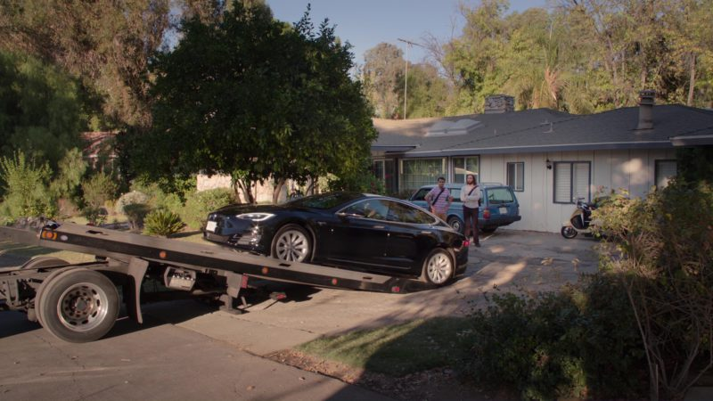 Tesla Model S Car Driven by Kumail Nanjiani (Dinesh) in Silicon Valley: Reorientation (2018) TV Show Product Placement