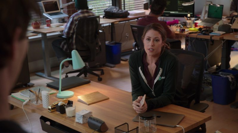 Apple MacBook Laptop Used by Amanda Crew in Silicon Valley: Fifty-One Percent (2018) TV Show Product Placement