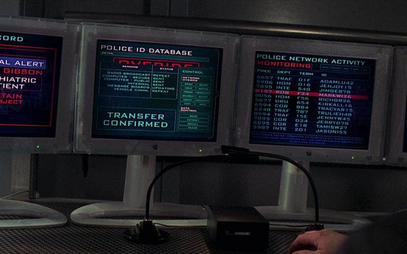 Apple Monitors Used by Robert Duvall in The 6th Day (1)
