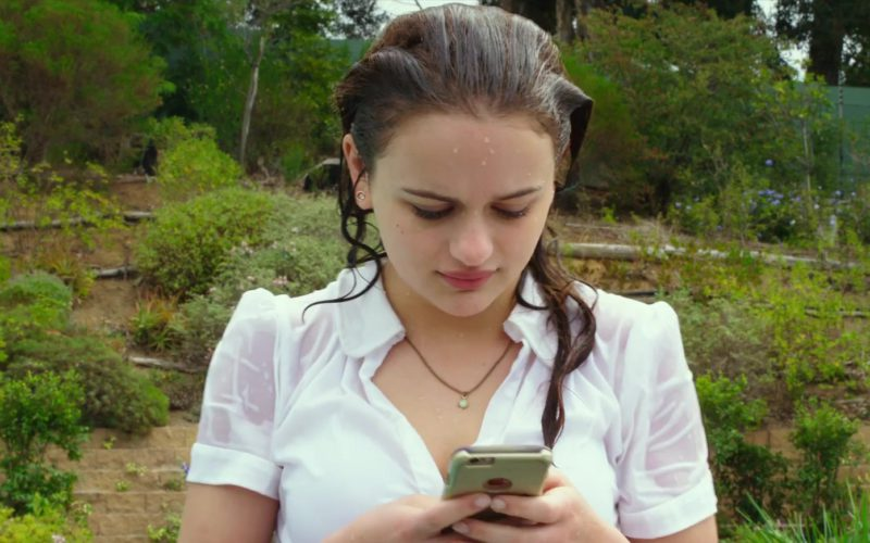 Apple iPhone Used by Joey King in The Kissing Booth (4)