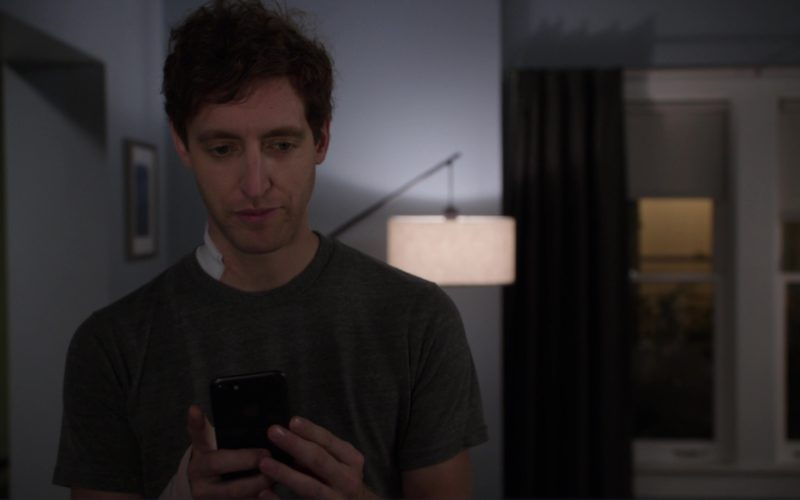 Apple iPhone Used by Thomas Middleditch in Silicon Valley (1)