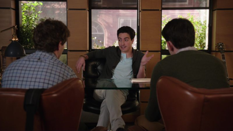 Gibson Guitar in Silicon Valley: Chief Operating Officer (2018) - TV Show Product Placement