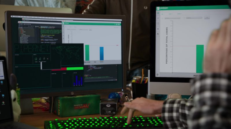 HP Monitor Used by Martin Starr in Silicon Valley: Fifty-One Percent (2018) - TV Show Product Placement