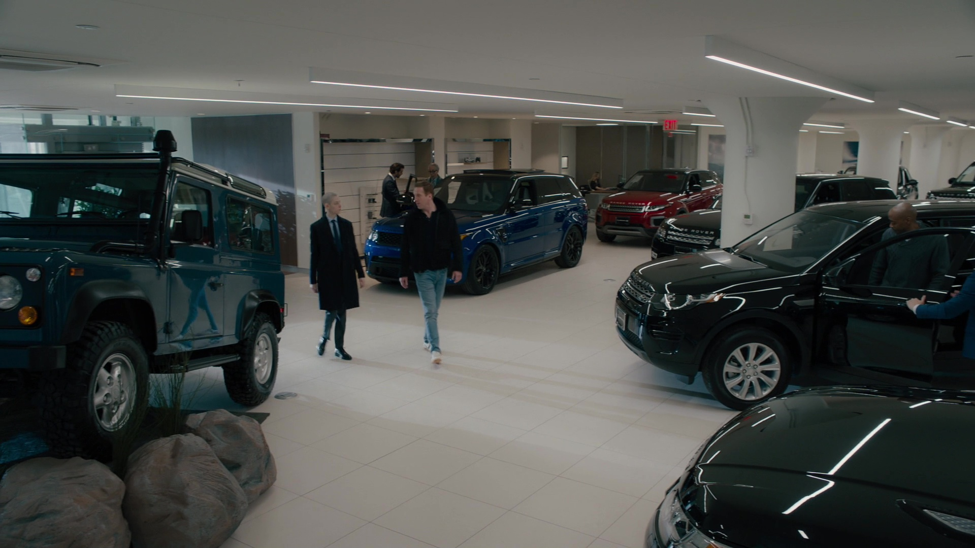 Land rover range rover dealership in billions all the for Garage land rover nancy