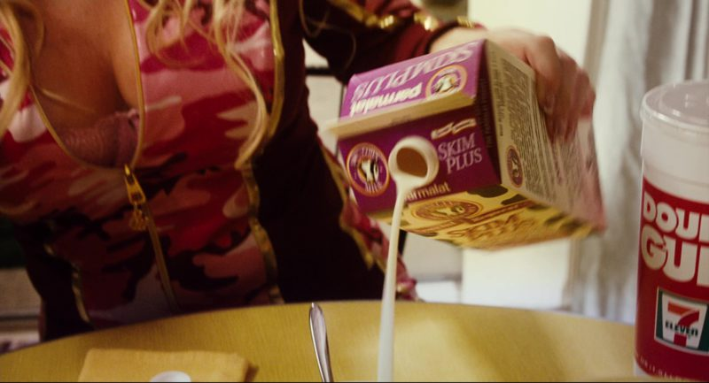 Skim Plus Milk Parmalat and Double Gulp in Click (2006) - Movie Product Placement