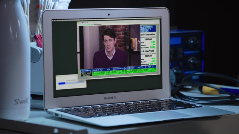 S'well Bottle and MacBook Air Used by Thomas Middleditch in Silicon Valley: Facial Recognition (2018) - TV Show Product Placement