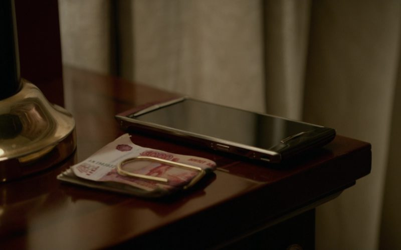 Vertu Phone in Red Sparrow (3)