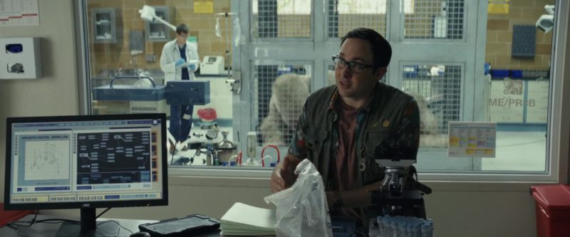 AOC Monitors in Rampage (2018) - Movie Product Placement