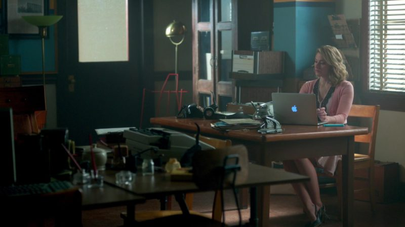 Apple Laptop Used by Mädchen Amick in Riverdale: To Riverdale and Back Again (2017) TV Show Product Placement