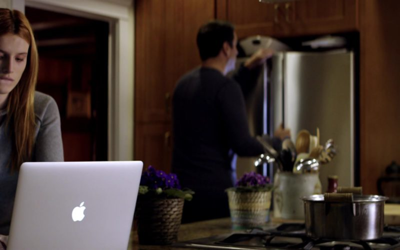 Apple MacBook Pro Laptop Used by Bella Thorne in Midnight Sun (1)