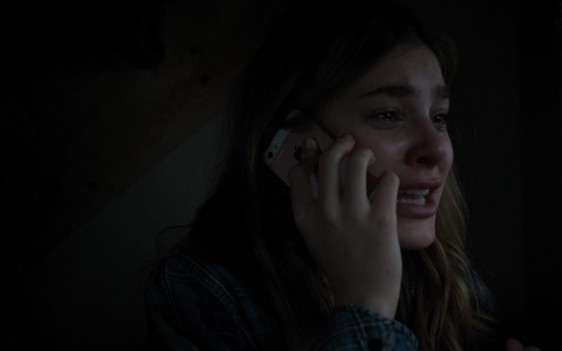 Apple iPhone Used by Camila Morrone in Death Wish (3)