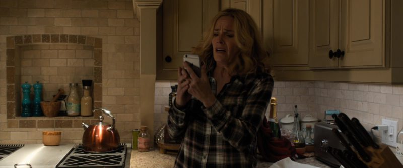 Apple iPhone Used by Elisabeth Shue in Death Wish (2018) Movie Product Placement