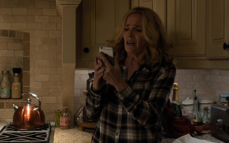 Apple iPhone Used by Elisabeth Shue in Death Wish