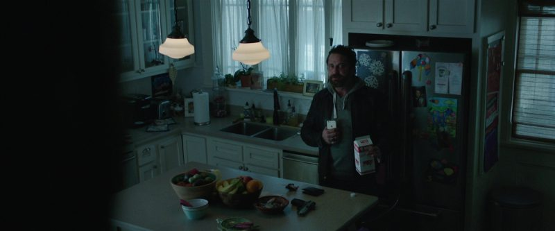 Apple iPhone Used by Gerard Butler in Den of Thieves (2018) - Movie Product Placement