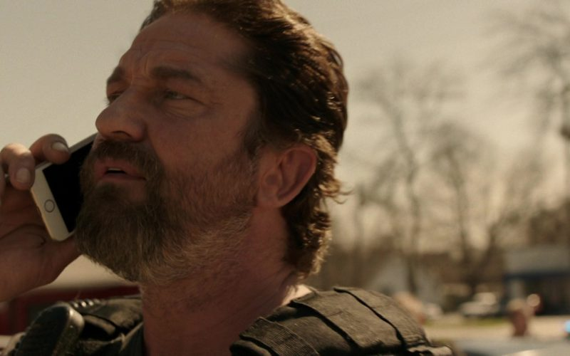 Apple iPhone Used by Gerard Butler in Den of Thieves (3)