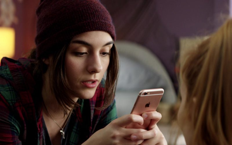 Apple iPhone Used by Quinn Shephard in Midnight Sun (2)