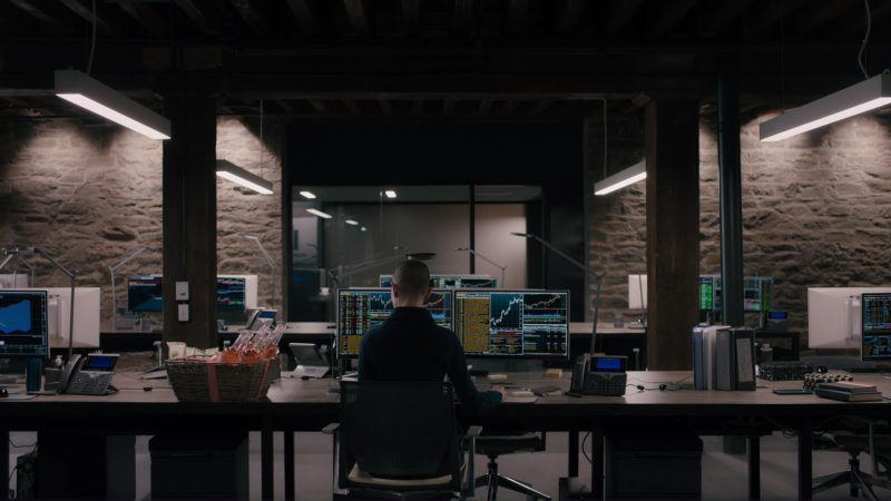 "Bloomberg Terminals and Cisco Phone Used by Asia Kate Dillon (Taylor Mason) in Billions: ""Elmsley Count"" (2018) - TV Show Product Placement"