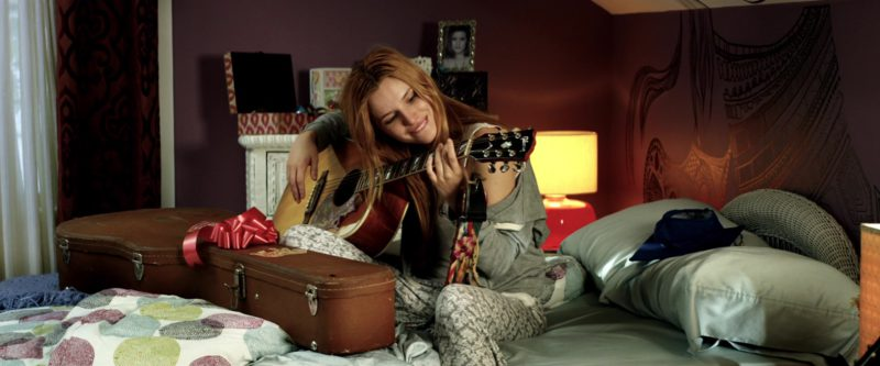 Gibson Guitar Used by Bella Thorne in Midnight Sun (2018) - Movie Product Placement