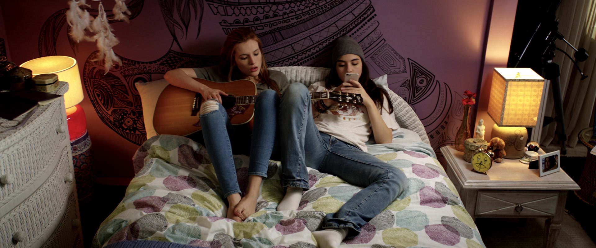 Gibson Guitar Used by Bella Thorne in Midnight Sun (2018 ...