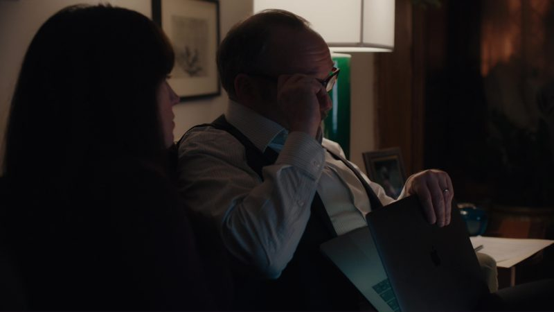 """MacBook Pro Laptop Used by Paul Giamatti in Billions: """"Kompenso"""" (2018) - TV Show Product Placement"""