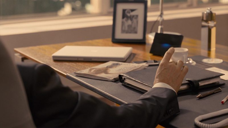Apple Laptop Used by Jeff Bridges in How to Lose Friends & Alienate People (2008) Movie Product Placement