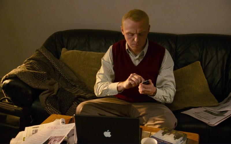 Apple Laptop and Sony Ericsson Phone Used by Simon Pegg (5)