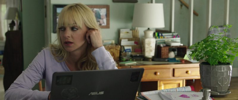 Asus Laptop sed by Anna Faris in Overboard (2018) Movie Product Placement