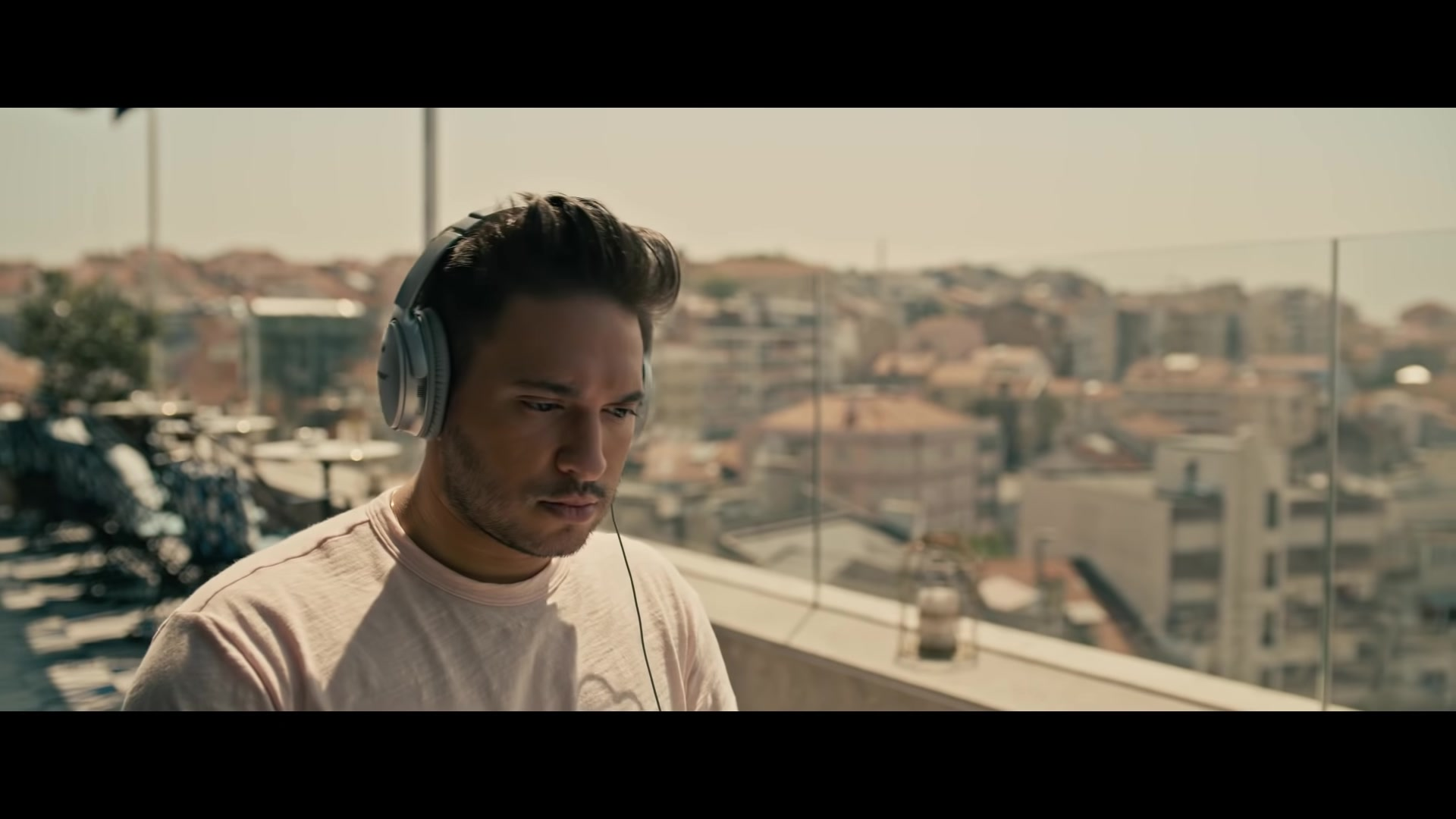 Bose Headphones Used By Jonas Blue In Quot Rise Quot Ft Jack