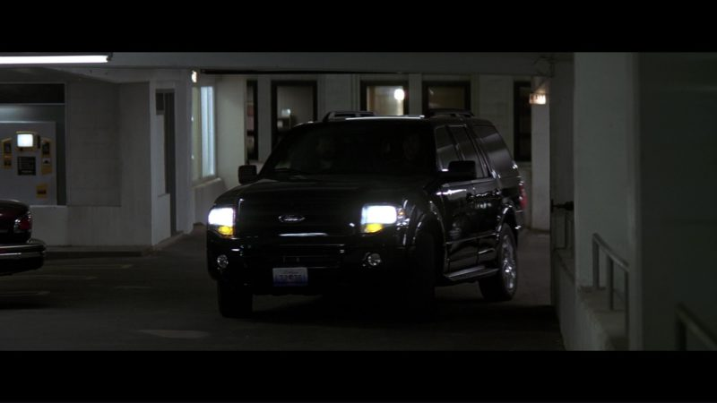Ford Expedition SUV in The Dark Knight (2008) - Movie Product Placement