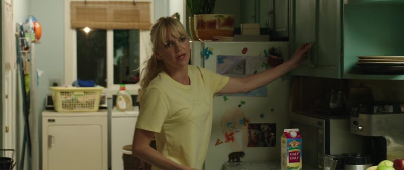 Land O'Lakes Half & Half Milk and Anna Faris in Overboard (2018) - Movie Product Placement