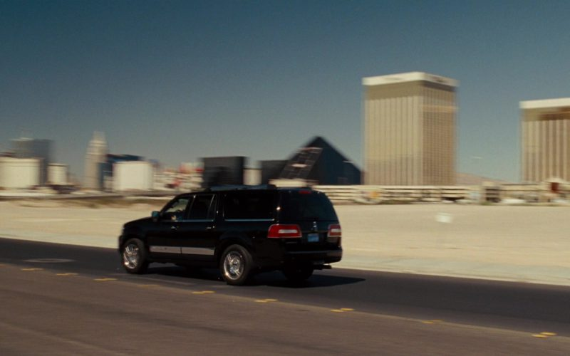 Lincoln Navigator L SUV in Get Him to the Greek (1)
