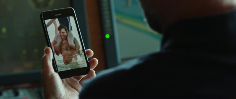 Microsoft Lumia Smartphones in Overboard (2018) Movie Product Placement