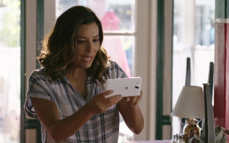 Microsoft Phone Used by Eva Longoria in Overboard (2)