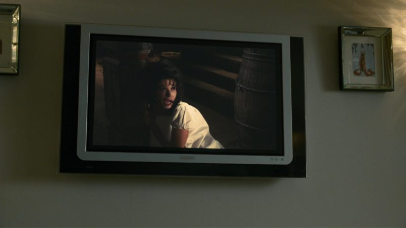 Philips TV Used by Simon Pegg in How to Lose Friends & Alienate People (2008) Movie Product Placement
