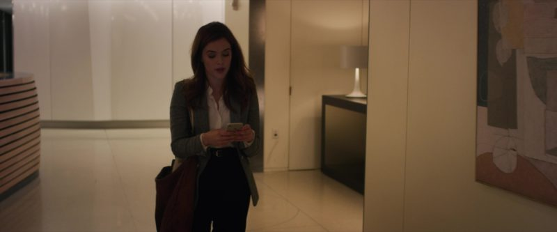 Apple iPhone 7 Smartphone Used by Zoey Deutch in Set It Up (2018) Movie Product Placement