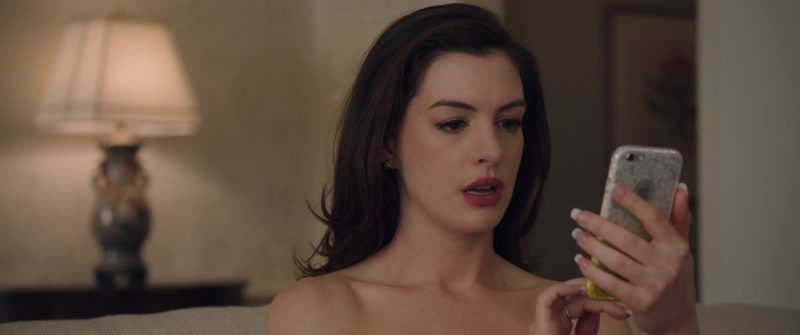 Apple iPhone Smartphone Used by Anne Hathaway (Daphne Kluger) in Ocean's 8 (2018) Movie Product Placement
