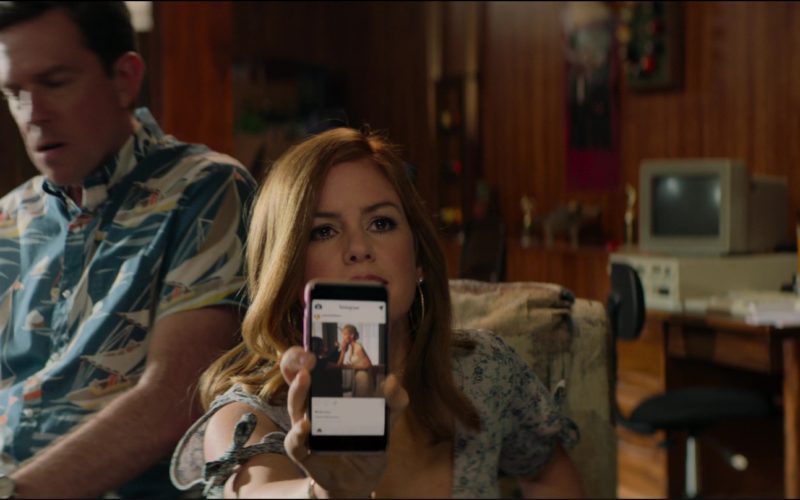 Apple iPhone Smartphone Used by Isla Fisher in Tag (6)
