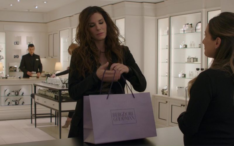 Bergdorf Goodman Paper Bag Held by Sandra Bullock in Ocean's 8 (4)